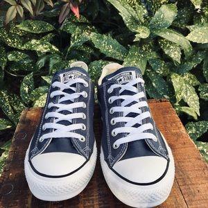 Converse blue canvas chuck taylor tennis shoes 9
